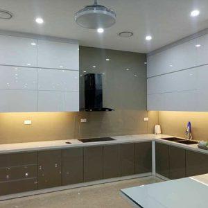 thi công kính màu ốp bếp tại hải phòng