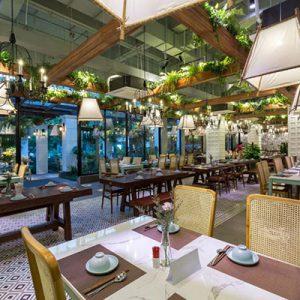 Lắp cửa kính cường lực đẹp tại nhà hàng ở Hải Phòng